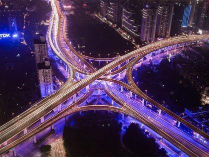 Sähköautot tulevat! Erilaisia vaihtoehtoja sähköautojen latauspisteiden toteuttamiseen taloyhtiössä